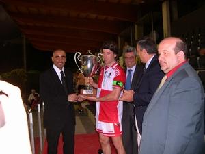 Alessandro Pacontti ritira la coppa del 2° classificato